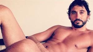 Paco León se desnuda en Instagram para celebrar que ha alcanzado 500.000 seguidores.