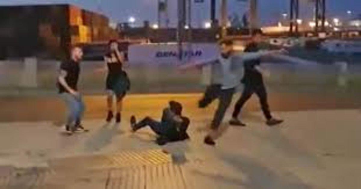 Vídeo   Brutal puntada de peu al cap a un jove a Cadis