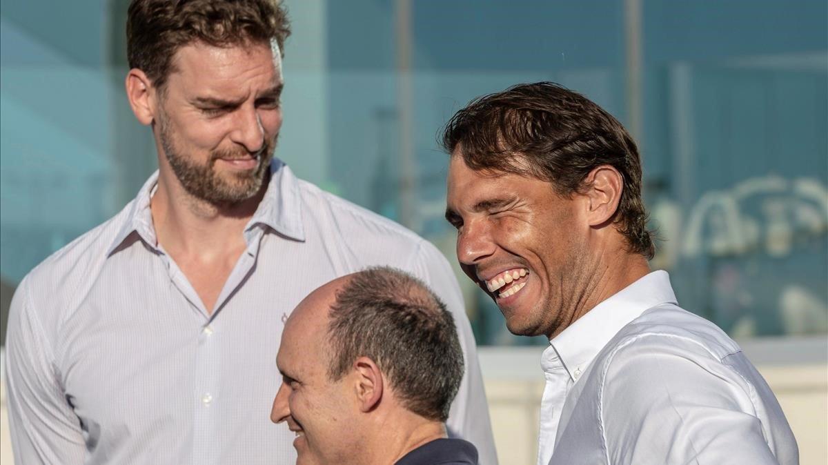 Pau Gasol y Rafa Nadal, en el acto de graduación de la segunda promoción de la academia del tenista.