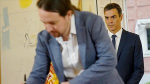 Sánchez e Iglesias firman el pacto presupuestario en la Moncloa