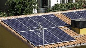 Edificio con placas solares.