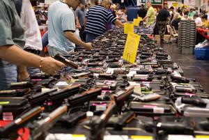 Los agentes del FBI revisaron el pasado viernes 185.713 antecedentes penales de posibles compradores de armas.
