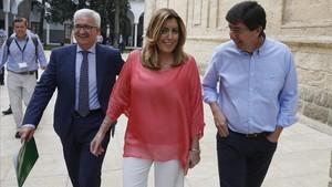 La presidenta de la Junta de Andalucía, Susana Díaz, junto al líder de Cs en la comunidad, Juan Marín (derecha), en una imagen del 2016.