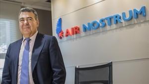 El presidente de Air Nostrum, Carlos Bertomeu, durante la rueda de prensa ofrecida en Valencia.
