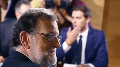 Rajoy prepara sus primeras medidas que deberá pactar a varias bandas