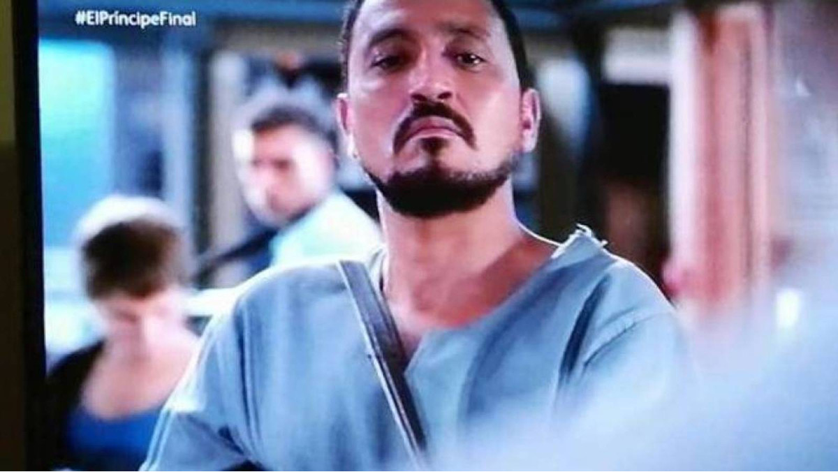 Naoufal Azzouz, en una escena de la serie de Tele 5 'El Príncipe'.