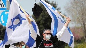 Protesta contra Netanyahu a las puertas del Parlamento israelí, este lunes en Jerusalén.