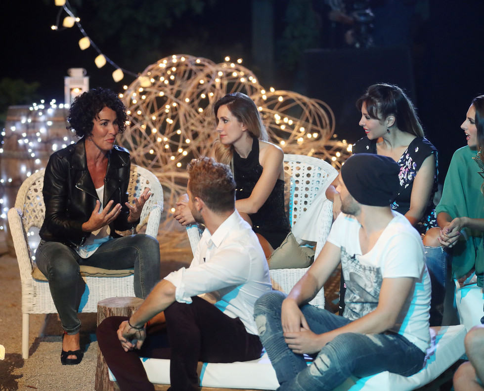 Nina, con algunos de los exconcursantes de Operación triunfo, en la tercera entrega de OT: el reencuentro (TVE-1).