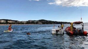 Rescate en la playa de Platja d'Aro, este verano.