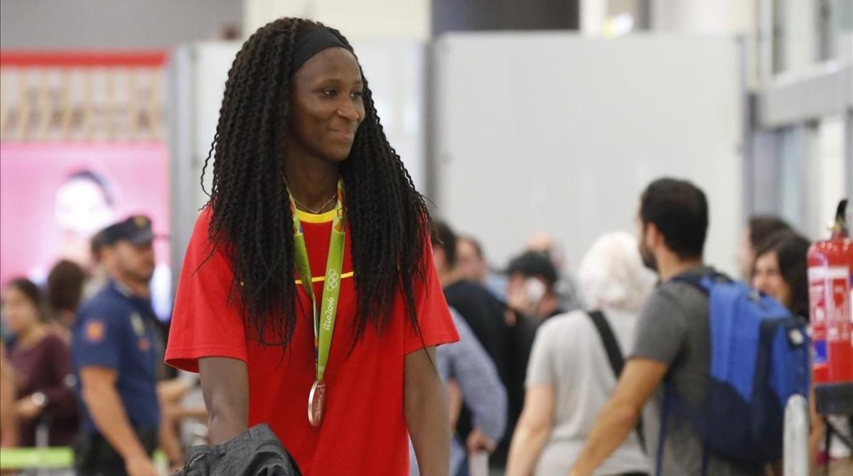 Astou Ndour, jugadora del equipo español de baloncesto, plata en Río.