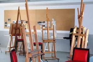 Sala dedicada a los talleres de arte del Centro Cívico PELL de Cornellà