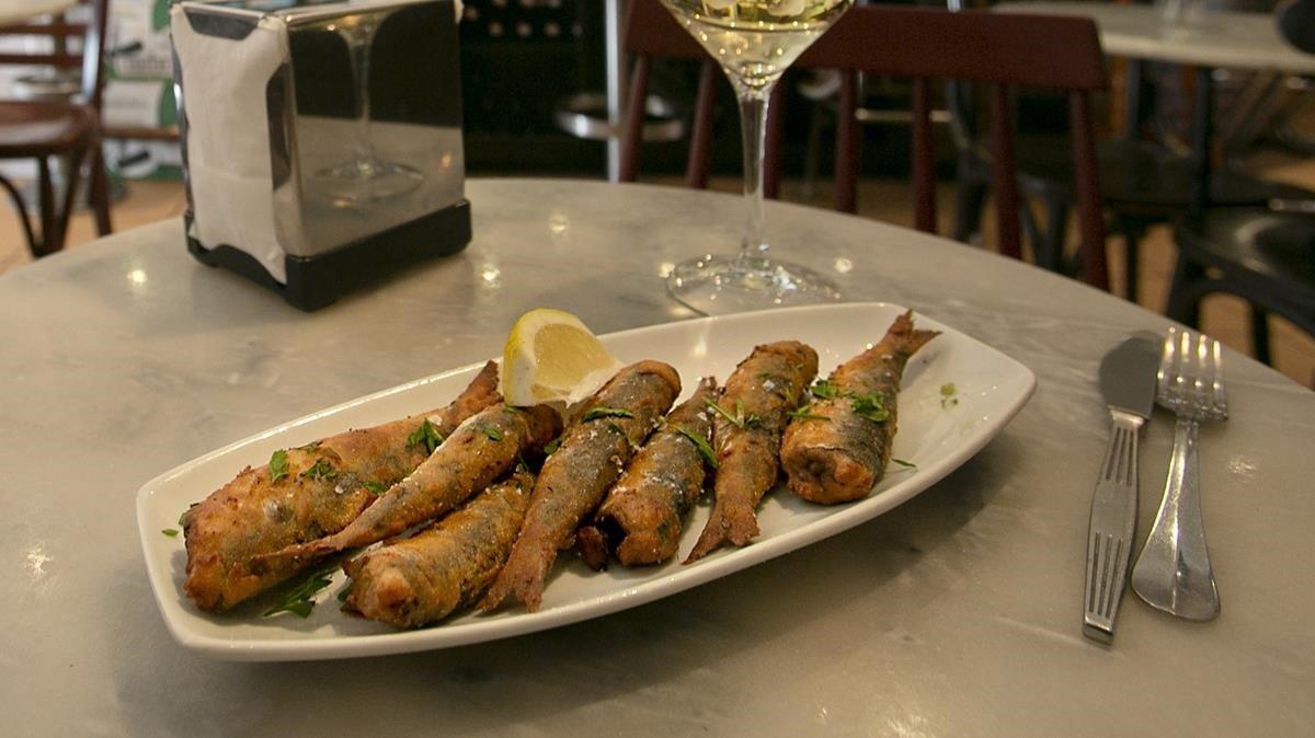 Sardinas en gabardina, una receta de Sergio Gil, chef de Bodega La Peninsular.