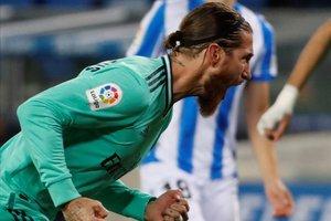 Sergio Ramos celebrando un gol de su equipo en la vuelta al fútbol