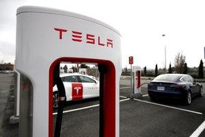 Tesla señaló en un comunicado que todos sus vehículos se venderán exclusivamente a través de internet para reducir sus costes.