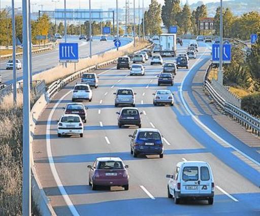Tráfico en la autopista AP-7 a su paso por Granollers.