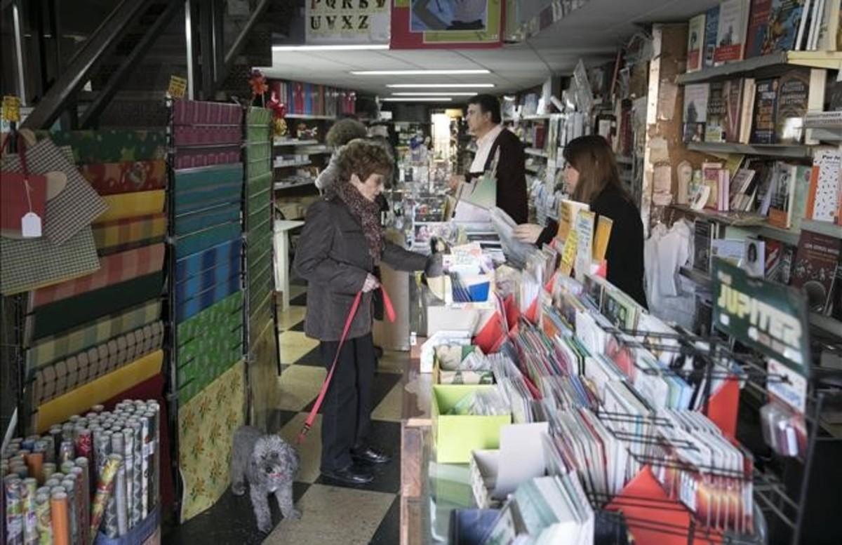La librería y papelería Torradas, en la esquina de Manso con Borrell.