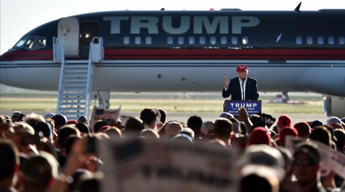 Trump en un mitin a pie de avión en Sacramento (California) el miércoles.