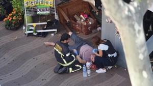 Una furgoneta arrolla a varias personas en la Rambla de Barcelona.