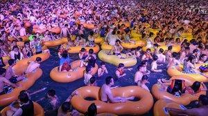 Una macrofesta a Wuhan desencadena la por dels contagis