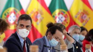 Pedro Sánchez y el vicepresidente primero, Pablo Iglesias,este sábado, participan en la reunión plenaria entre los gobiernos de España y Portugal en la XXXI cumbre entre ambos países, en la ciudad portuguesa de Guarda.