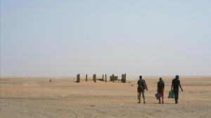 Unos inmigrantes deambulan por el territorio entre Argelia y Níger.