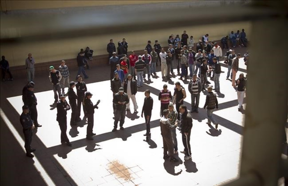 Visita al Centro de Internamiento de Extranjeros de Zona Franca en el 2012.