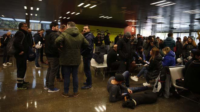 La tancada a la Conselleria finalitza en empat entre Mossos i Interior