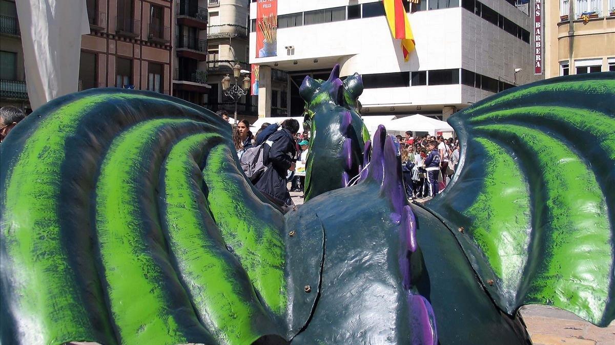 Celebración de la 'diada' de Sant Jordi en la plaza del Mercadal de Reus, en una imagen de archivo.