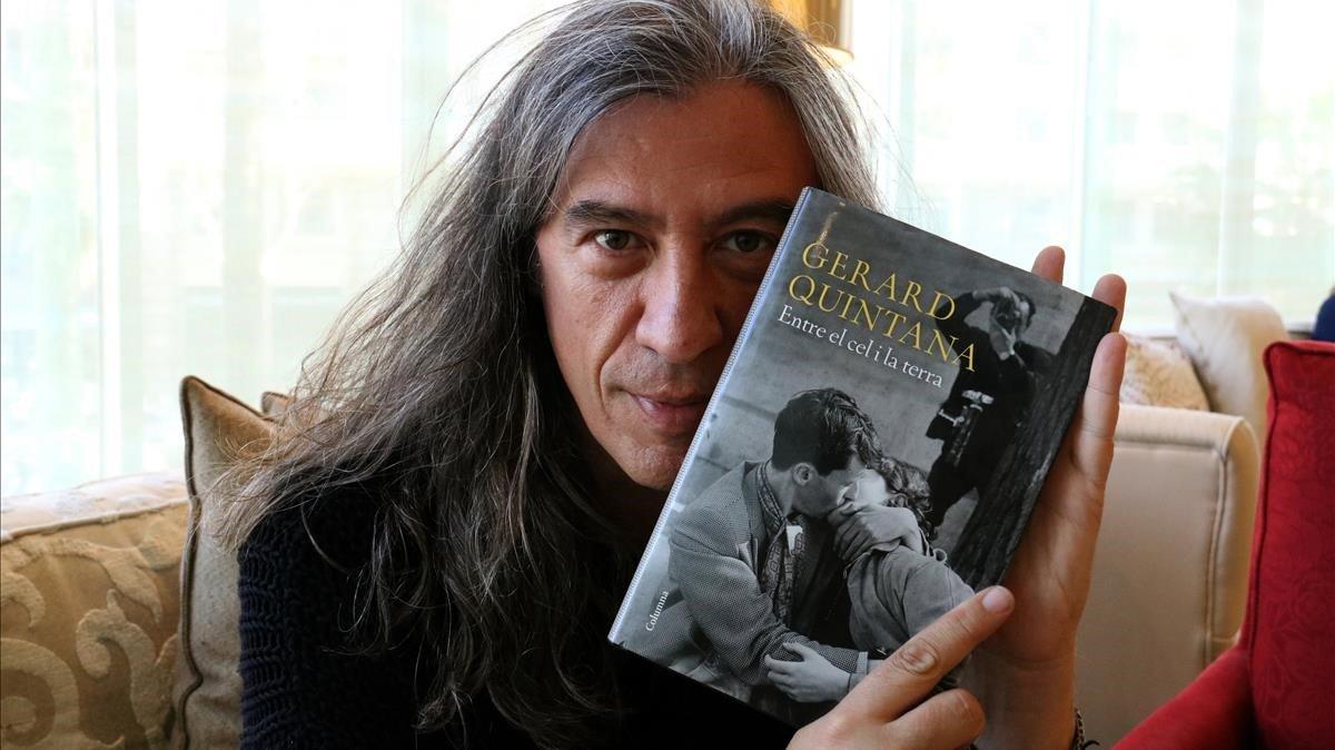 Gerard Quintana visita Parets del Vallès per parlar de la seva novel·la 'Entre el cel i la terra'