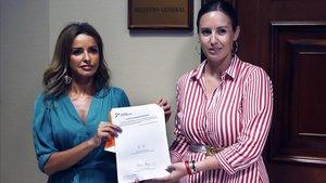 Las diputadas de Ciudadanos Patricia Reyes y Melisa Rodríguez registran su proyecto de ley para la gestación subrogada.