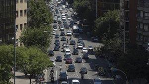El carrer Aragó s'atreveix per fi a desafiar el domini del cotxe