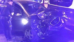 Un conductor kamikaze envesteix quatre vehicles al centre de València