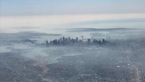 Un dens núvol de fum tòxic envolta Sydney