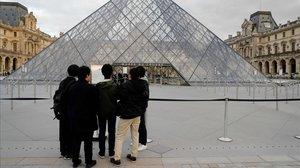 Macron demana a la UE coordinar els tancaments de fronteres