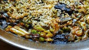 Paella de verduras: foto hecha en la cocina de casa.