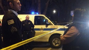lpedragosa32251843 a chicago police sergeant speaks with a relative o151227193041