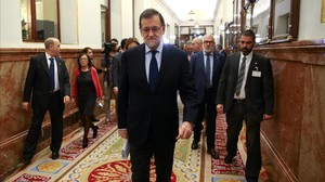 undefined36391567 spanish prime minister mariano rajoy r arrives at spanish 161123184604