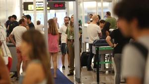 Control de seguridad en la terminal 1 del aeropuerto del Prat