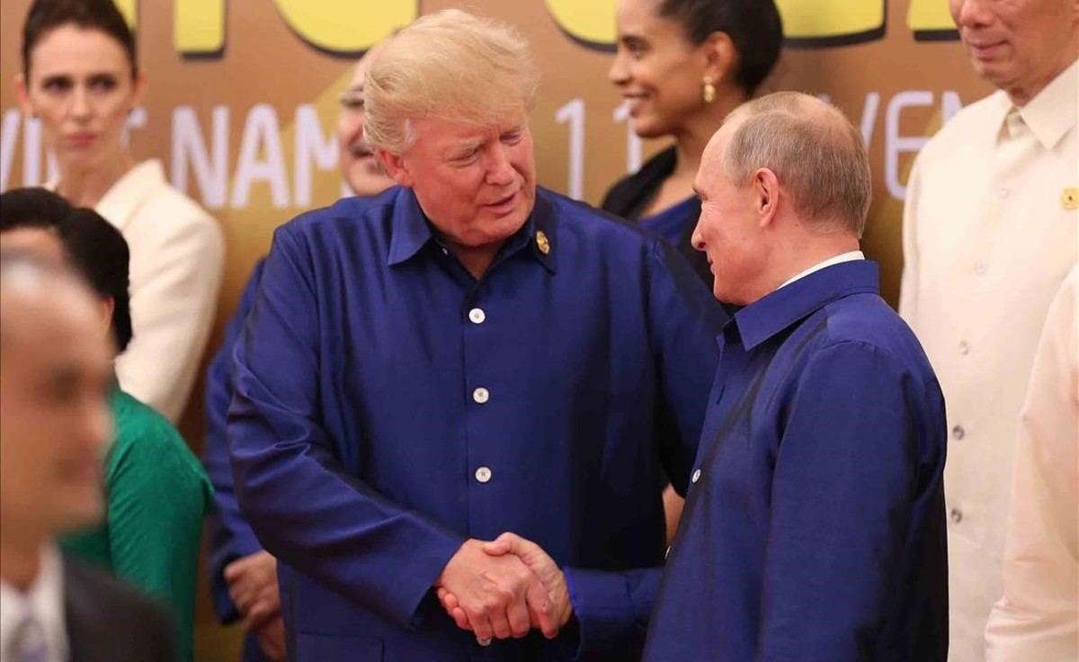 jjubierre40888916 us president donald trump l shakes hands with russia s pre171110163620