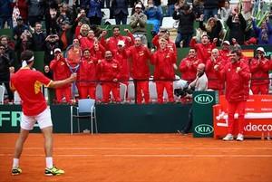 Ramos celebra con sus compañeros el triunfo sobre el inglés Norrie, ayer en Marbella.