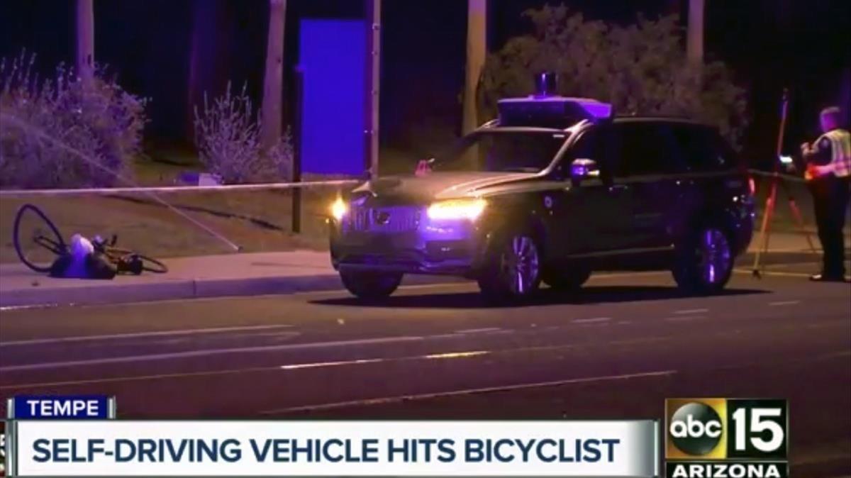 Imagen del atropello mortal de una mujer por un vehículo autónomo de Uber.