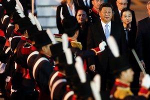 El presidente de la Republica Popular de China,Xi Jinping,y su esposa, Peng Liyuan, a su llegada a la última cumbre del G-20.