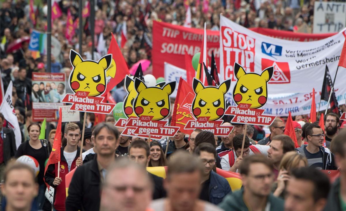 Manifestantes en Alemania contra el TTIP.
