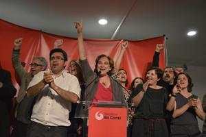 Ada Colau y sus compañeros de candidatura celebran la victoria deBarcelona en Comú en las municipales.
