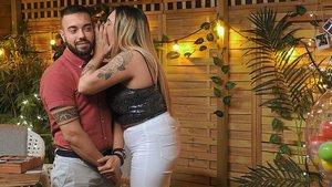 Adrián y Yolanda en el reservado de 'First Dates'.