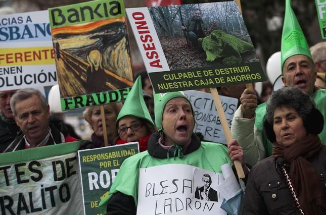 Afectados por las preferentes protestan en Madrid.