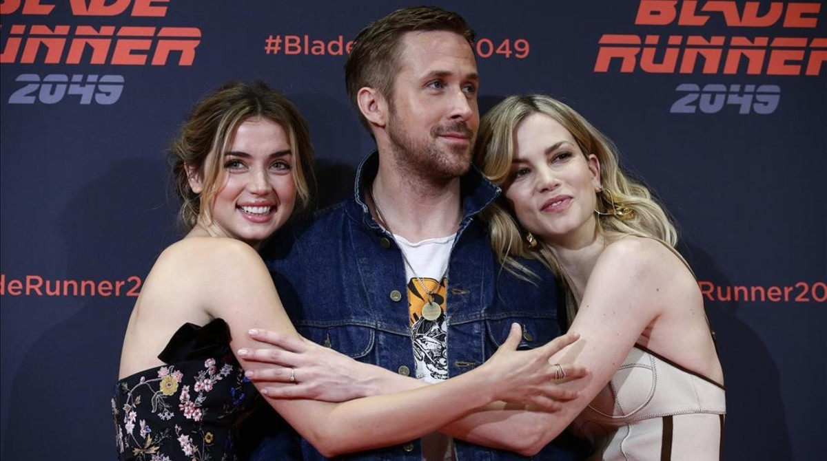 Ana de Armas, Ryan Gosling y Sylvia Hoeks, en la presentación de Blade runner 2049 en Barcelona.