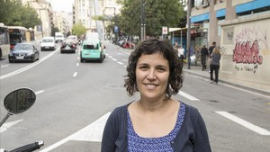 Anna Gomez, ambienóloga de la Agència de Salut Pública de Barcelona, junto a la plaza de Lesseps