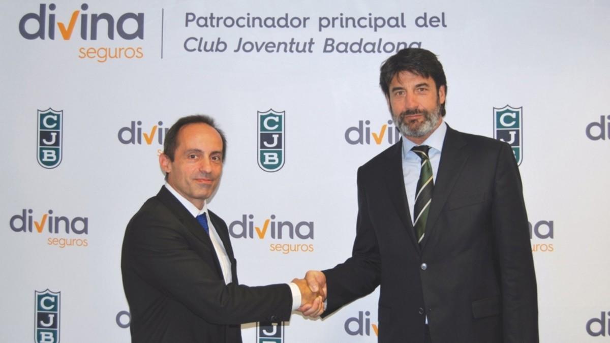 Armando Nieto, presidente de Divina Pastora, y Jordi Villacampa, del Joventut de Badalona, tras firmar el contrato de patrocinio.