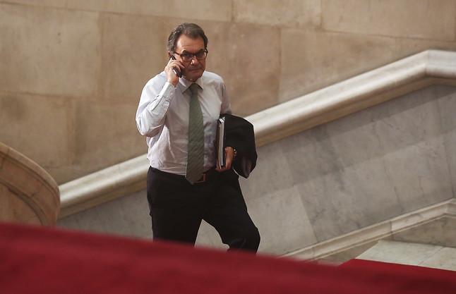 Artur Mas se dirige hacia su despacho en el Parlament, el pasado octubre.